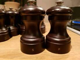 Salt and pepper mill grinders (22)