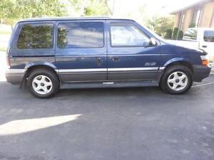 1995 Dodge caravan 3.3 . SE . 7 passanger