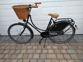 Dutchie Chic Single Speed with Large Wicker Basket. (New) Ex Display Model.