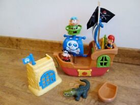 Pull along pirate ship
