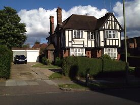 A modern clean top floor purpose built maisonette in Ossulton Way N2 the the garden suburb by shops