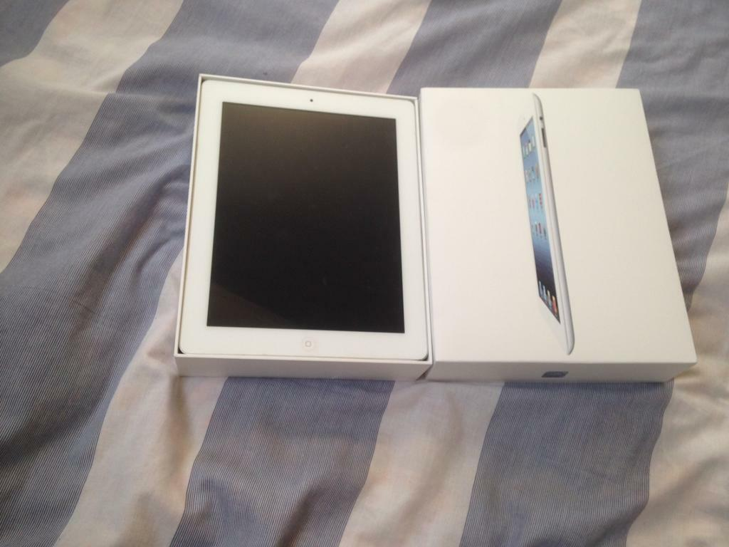 APPLE IPAD 2 16GB GOOD CONDITION FULLY BOXEDin Bolton, ManchesterGumtree - Apple iPad 2 16gb wifi in white. In good condition. Comes with box and charger. Fully working
