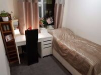 Spacious Single Room near Train Station!