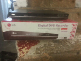 for sale lg dvd player / Recorder /with freeview and remote in vgc £20
