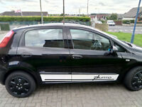 08 Fiat Punto black with sport decals in excellent condition