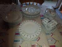 full set of 8 Sabichi fine china Crockery