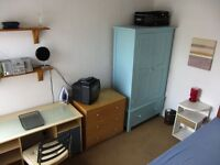 Mon - Fri E17 - 20min to Liverpool St. Train end of road - Double bed - Quiet st. - Tube 10min