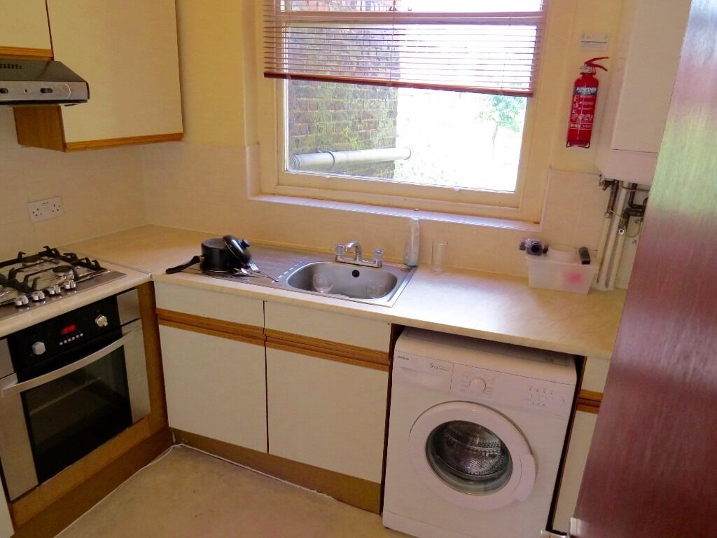 A spacious bright studio flat on the first floor in Holloway Road N19 available now