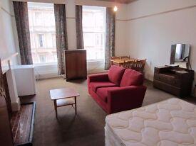 Supber large bedsit room to rent in shared flat, glasgow west end, only £425 including most bills