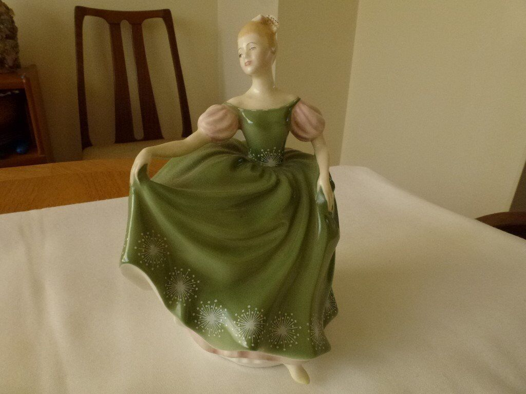 "Doulton & Co Figurine ""MICHELA"" Hand painted - Bone China"