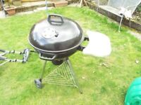 Free standing large round shaped BBQ with popup helf, inc extra charcoal