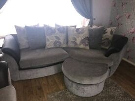 8 seater set. Curved corner, 2 seater, arm chair and poof. £350 no offers