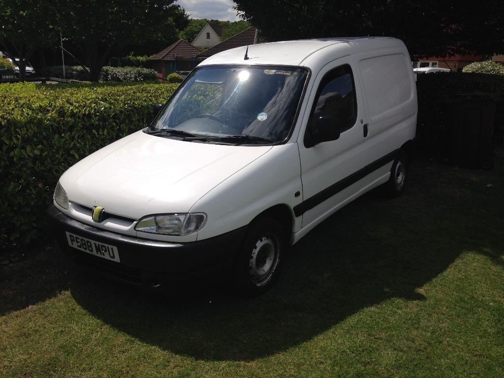 peugeot partner 1 9d white van rear loader in hackney london gumtree. Black Bedroom Furniture Sets. Home Design Ideas