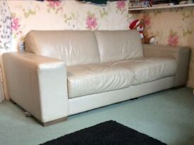 Settee, Nutuzi Leather, great condition.