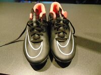 nice shoes,joblot shoes,cheap,size 9 ,carboot, barely used football boots,nike