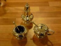Beautiful vintage silver-plated cruet set, in excellent condition