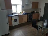 Twin room to let in 3 bedroom flat, LS7