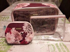 Ted Baker Trio Wash Bag Set