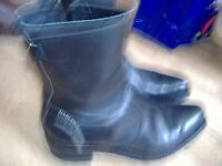 a pair of gen ladies harley davidson leather boots size 6