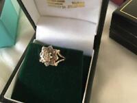 White diamond & 9carat gold cluster ring