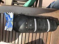 Racing knee pads