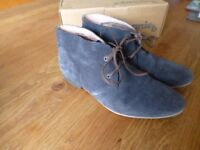 Boden Womens Suede Boots - size 5