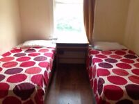 Cosy twin room for 2 friends so a couple. Nice house, near to tube, all bills included