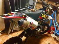 140cc race stomp z2 pit bike in excellent condition!!