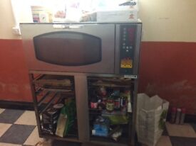 Italian Commercial oven very good condition with trays