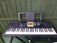 YAMAHA YPT- 220 KEYBOARD AND STAND