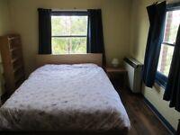 DOUBLE ROOM TO LET IN SHEPHERDS BUSH - LOW DEPOSIT