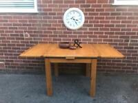 Extendable OAK Dining Table Solid Wood Seats 4-6