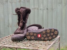 The North Face Snow boots, size 6, £30.00