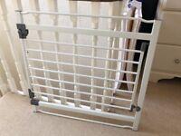 Dream baby white metal stair gate
