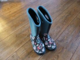 Lovely blue pattern design thermal wellies - size 1
