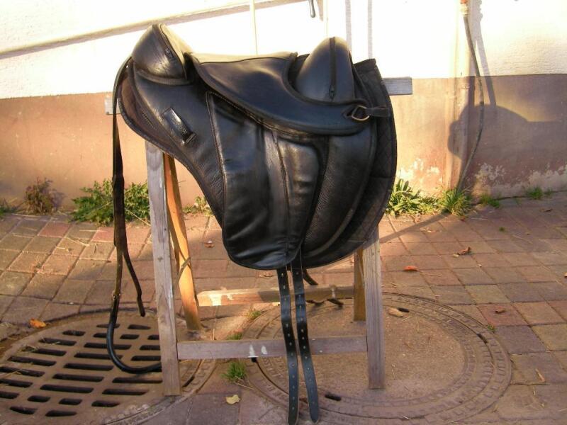 baumloser sattel torsion dressage inkl zubeh r in hessen. Black Bedroom Furniture Sets. Home Design Ideas