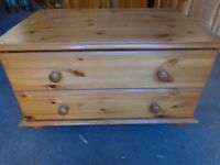 Pine chest of 2 drawers