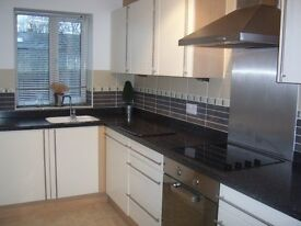 Ground Floor Apartment 2 Double Bed, 2 Bath, Quiet location on Shadwell Lane