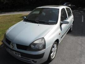 RENAULT CLIO 1.4 16V Privilege NEW MOT (silver) 2002