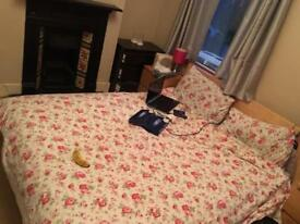 Double room to rent in a clean house near Barking station