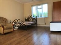 Spacious en suite room - Solihull