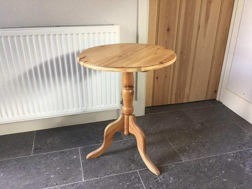 Pine pedestal side table