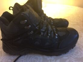 Mens hiking boots - size 9 - worn once - plus new laces