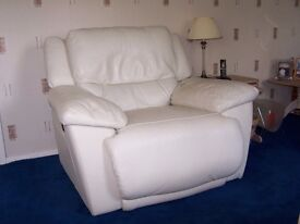 Very comfortable Cream Leather Reclining 3 Piece Suite with 3 seat settee,