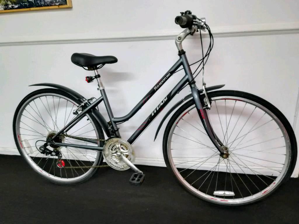 Titan Response City Road Hybrid Bike Bicycle.