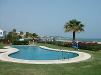 Front line beach, 2 bedrooms, sleeps 6, overlooking the sea, close to golf, restaurants and bars