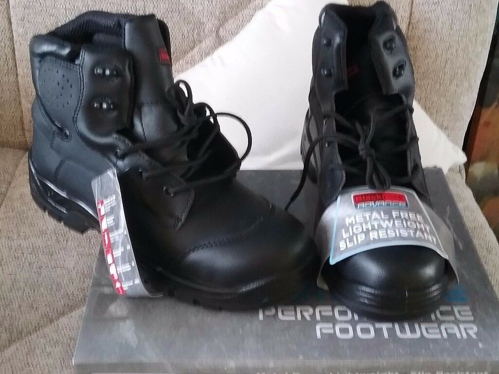 Mens work boots size 10 brand new still in box