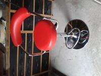 Swivel stool/chair