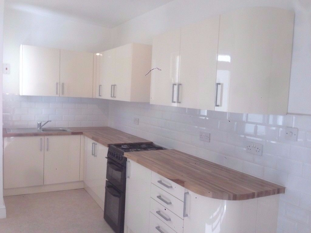 Stunning 3 bed flat minutes from Maida Vale ( Bakerloo Line ) - Available Now