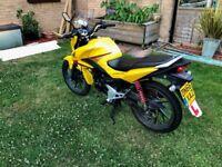 Honda CB125F 2016 Motorbike in Pearl Twinkle Yellow, only 4828 miles £1800ono waranty - Nov 2019